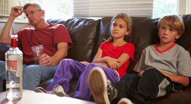 پوشش والدین در حضور فرزندان