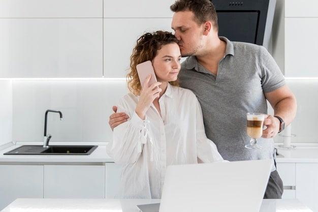 بوسیدن همسر