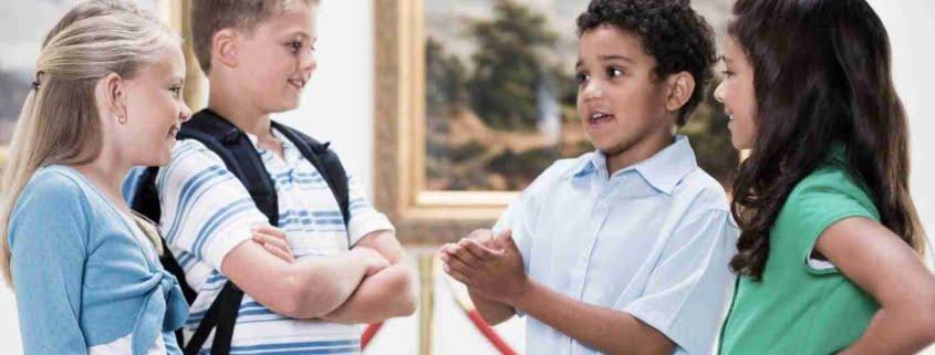 قطع صحبت دیگران توسط کودک